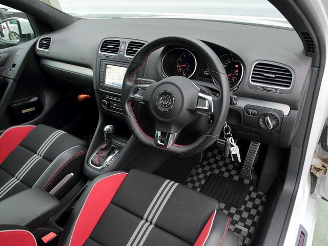 GTI アディダス 専用デザインシート、18インチホイール、LEDテールランプが特徴の国内350台特別仕様限定車です。(8枚目)