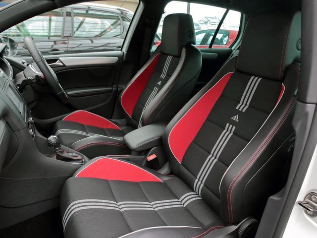 GTI アディダス 専用デザインシート、18インチホイール、LEDテールランプが特徴の国内350台特別仕様限定車です。(10枚目)