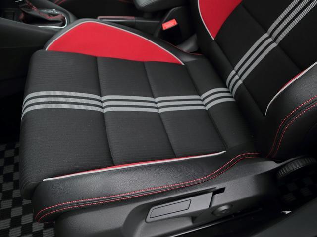 GTI アディダス 専用デザインシート、18インチホイール、LEDテールランプが特徴の国内350台特別仕様限定車です。(12枚目)