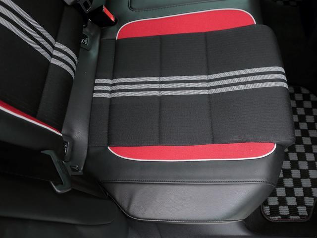 GTI アディダス 専用デザインシート、18インチホイール、LEDテールランプが特徴の国内350台特別仕様限定車です。(15枚目)