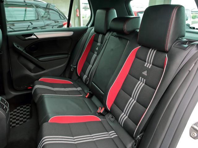 GTI アディダス 専用デザインシート、18インチホイール、LEDテールランプが特徴の国内350台特別仕様限定車です。(16枚目)