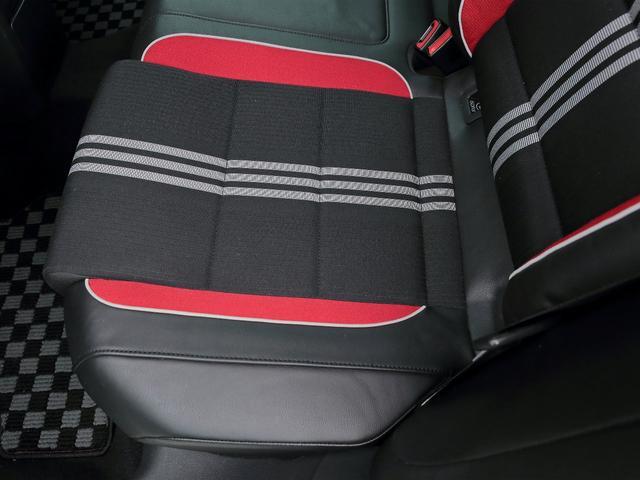 GTI アディダス 専用デザインシート、18インチホイール、LEDテールランプが特徴の国内350台特別仕様限定車です。(17枚目)