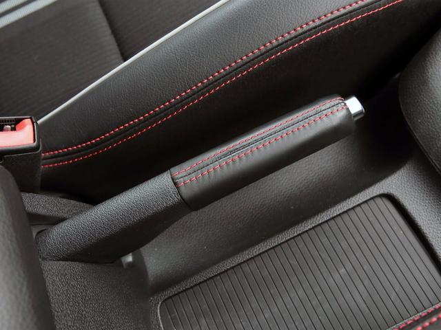 GTI アディダス 専用デザインシート、18インチホイール、LEDテールランプが特徴の国内350台特別仕様限定車です。(26枚目)