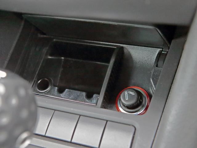 GTI アディダス 専用デザインシート、18インチホイール、LEDテールランプが特徴の国内350台特別仕様限定車です。(30枚目)