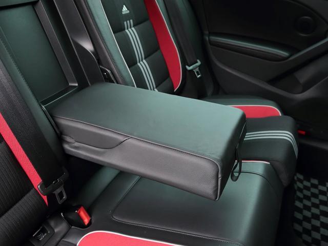 GTI アディダス 専用デザインシート、18インチホイール、LEDテールランプが特徴の国内350台特別仕様限定車です。(36枚目)