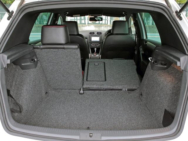GTI アディダス 専用デザインシート、18インチホイール、LEDテールランプが特徴の国内350台特別仕様限定車です。(41枚目)