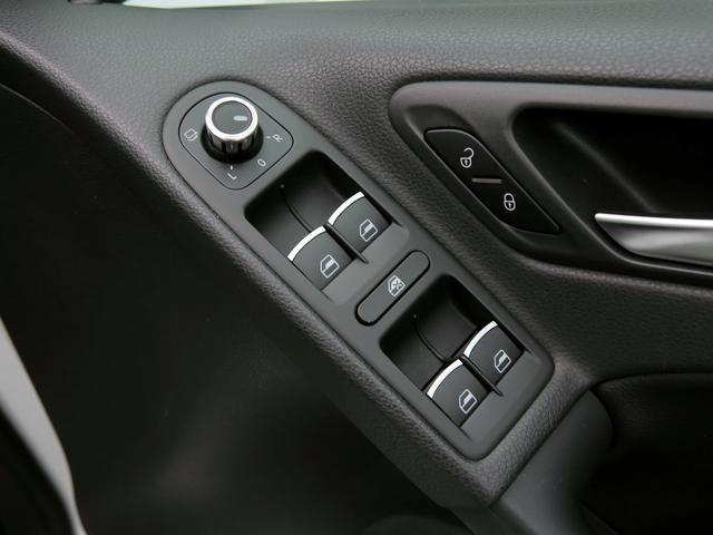 GTI アディダス 専用デザインシート、18インチホイール、LEDテールランプが特徴の国内350台特別仕様限定車です。(49枚目)