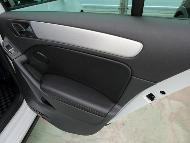 GTI アディダス 専用デザインシート、18インチホイール、LEDテールランプが特徴の国内350台特別仕様限定車です。(50枚目)