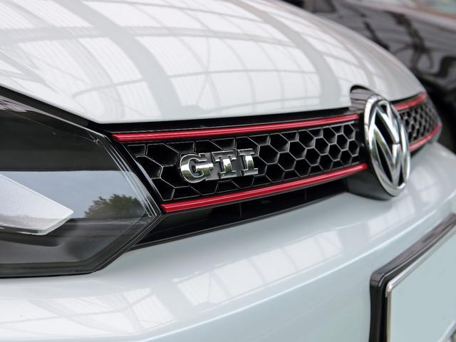 GTI アディダス 専用デザインシート、18インチホイール、LEDテールランプが特徴の国内350台特別仕様限定車です。(57枚目)