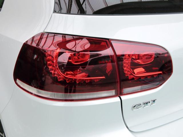 GTI アディダス 専用デザインシート、18インチホイール、LEDテールランプが特徴の国内350台特別仕様限定車です。(64枚目)