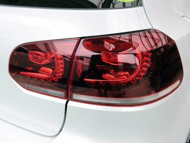 GTI アディダス 専用デザインシート、18インチホイール、LEDテールランプが特徴の国内350台特別仕様限定車です。(65枚目)