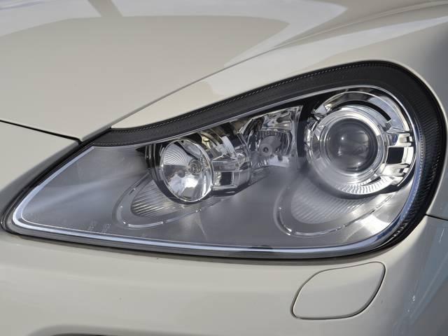 ポルシェ ポルシェ カイエン GTS ティプトロニックS 左ハンドル ディーラー車