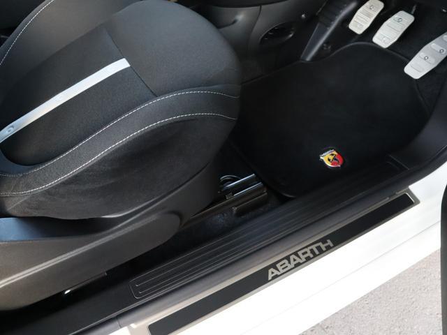 アバルト アバルト アバルト500 1.4L ターボ 5MT 右ハンドル ディーラー車