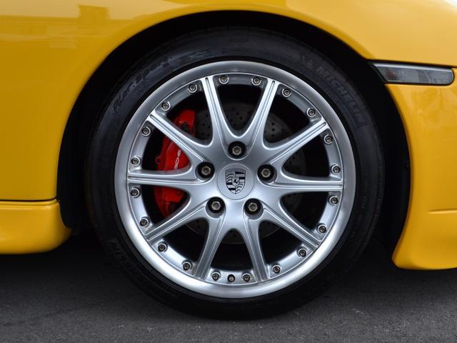 GT3用18インチ10本スポークアルミホイール フロント225/40ZR18 レッドブレーキキャリパー