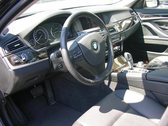 F10 BMW528i M5仕様 ブラック ディーラー車 左ハンドル 黒革シート サンルーフ 20インチアルミ 社外マフラー ローダウン ブラックインテリア カーボン調リアスポイラー ETC 記録簿