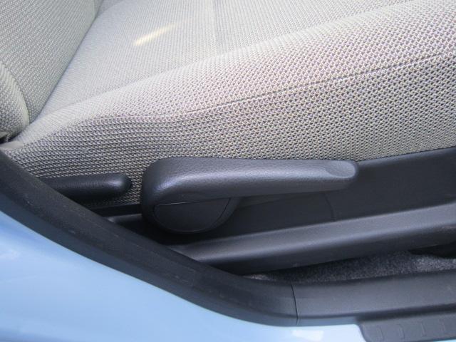 シートリフター付!シートの高さ調節が出来て、男性でも女性にも最適なドライビングポジションでドライブが出来ます!