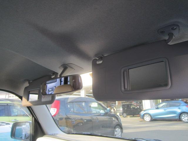 運転席と助手席のサンバイザー裏にバニティミラーが付いてます!身だしなみチェック!!