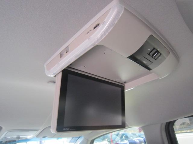 ★オプション装備の後席モニター★ドライブの新しい楽しみ!後席でテレビやDVDビデオを見ながらロングドライブをどうぞ!
