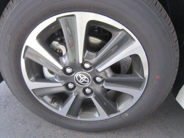 スタイリッシュな純正16インチアルミホイール!タイヤサイズは205/60R16です!