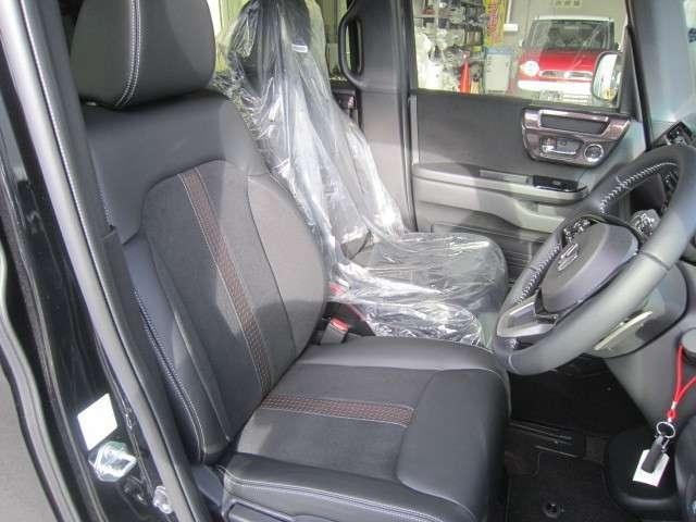 ★助手席スーパースライドシート★スライド量57cmの大きく前後に動かせる革新のシート!スライドリアシートと組み合わせれば車内の過ごし方や乗り降りの自由度がさらに広がります!