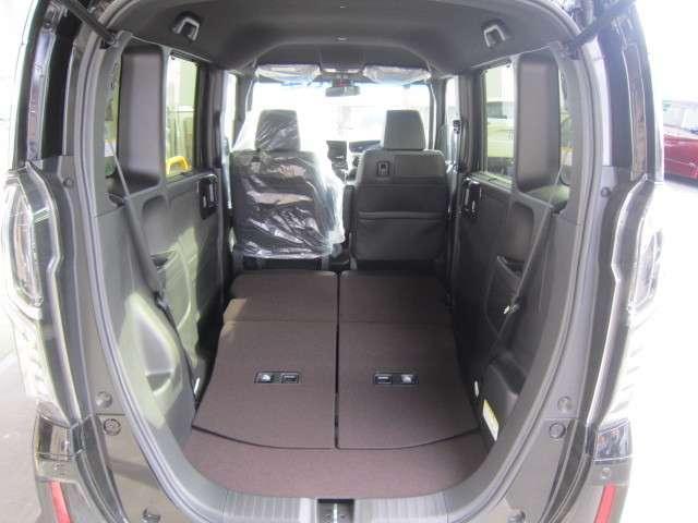 ★簡単&便利を追求した空間アレンジで大きな荷物もラクラク★2人乗車+大きな荷物モードの様子です★