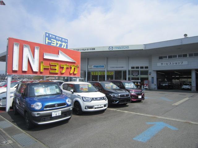 国道17号線沿いの店舗です。トヨナガとMAZDAの看板が目印です。