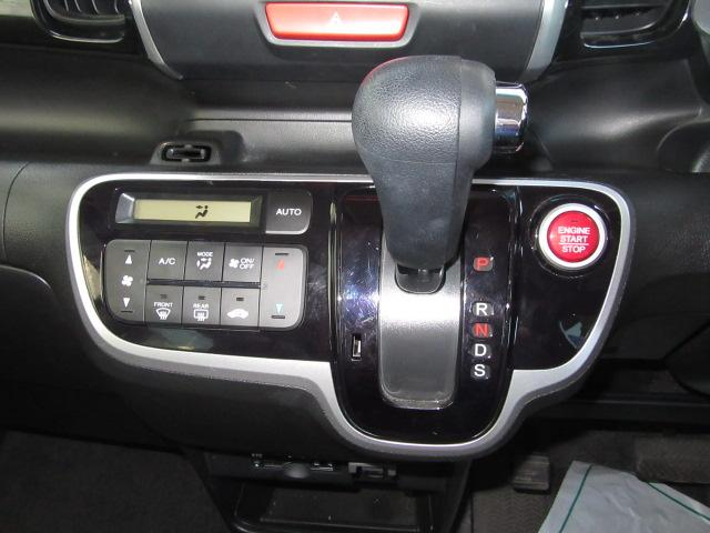 オートエアコンですので温度を設定すれば、自動で快適な室内にしてくれます♪外気・内気ボタンを上手に利用して快適な温度に!