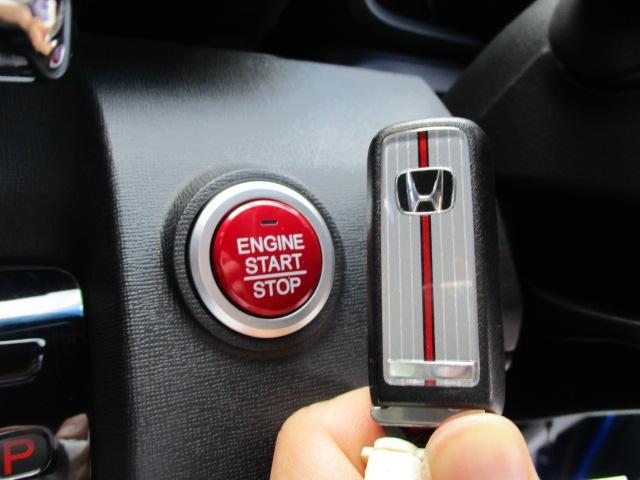 今流行でとても便利なスマートキーも装備!エンジン始動もキー開閉もキーフリーで行えて便利ですよ!