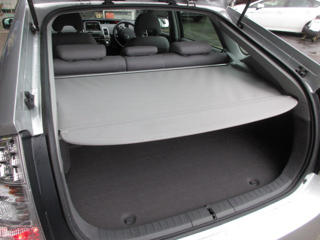 トランクシェードがついていますので中に積み込んだ荷物も外から見えませんのでプライバシー保護もできます!