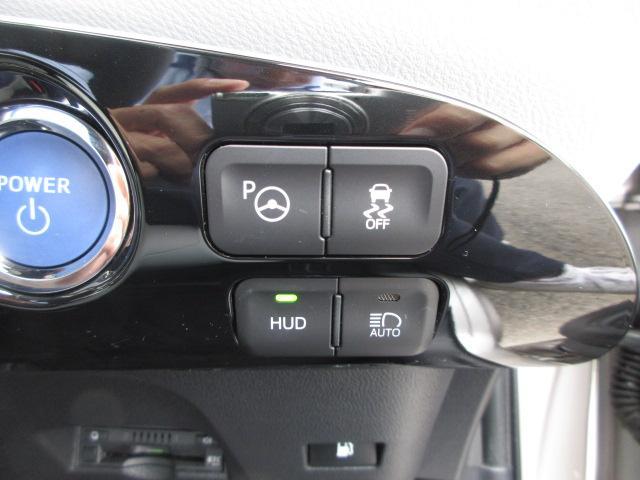 フロントガラスに車速やナビ案内表示を投映するヘッドアップディスプレイも装備しています!
