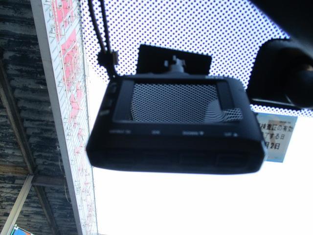 e:HEVベーシック フルセグナビ スマートキー オート付LEDライト 前後ドライブレコーダー 8エアバッグ 横滑り防止 ライトレベライザー オートエアコン ドアバイザー(7枚目)