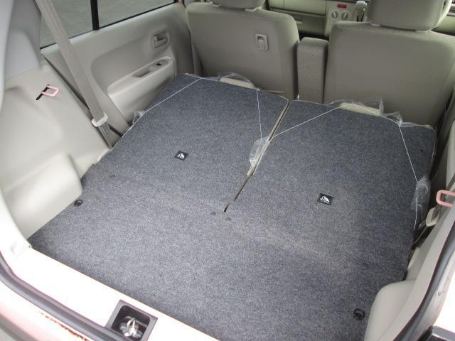 リヤシートを倒せばたくさん荷物を載せることができます!