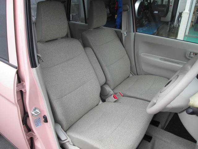 前席もベンチシートになっており、車内で運転席・助手席の移動が可能です!