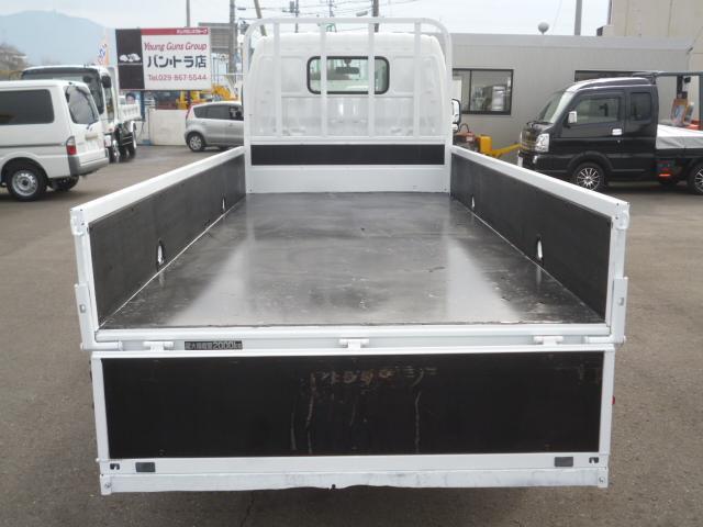 4.0D 平ボディ2トン積載 車両総重量4.435kg(10枚目)