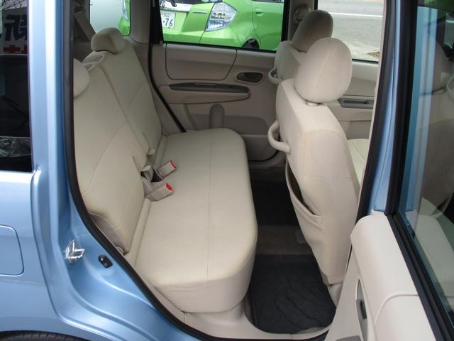外装の磨き作業、内装のクリーニングもしております!お客様に気持ちよくお車を見ていただきたいので、いつもピカピカの状態を保つように心がけております!