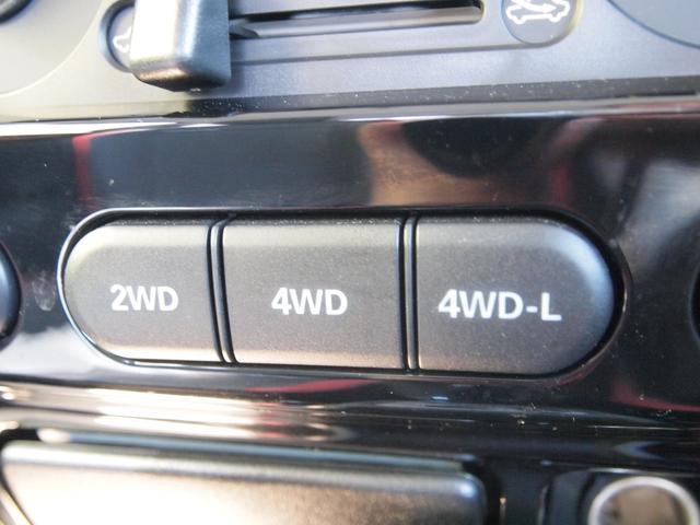 状況に応じて2WDモード・4WDモードの切り替えが可能です。オンロードから、オフロード、雪道まで、安定した軽快な走りと確かな走破性を実現しています。