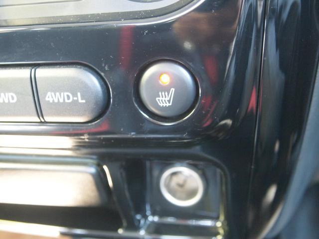 シートヒーターが装備されております。冬場にはエアコンよりも温まるのが早く好評の装備になります。