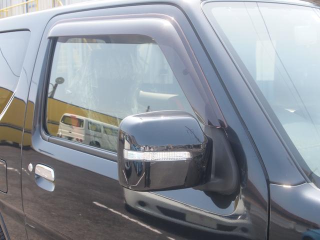 ターンシグナルランプ付ドアミラーです。歩行者からの視認性向上にも役立ちます。