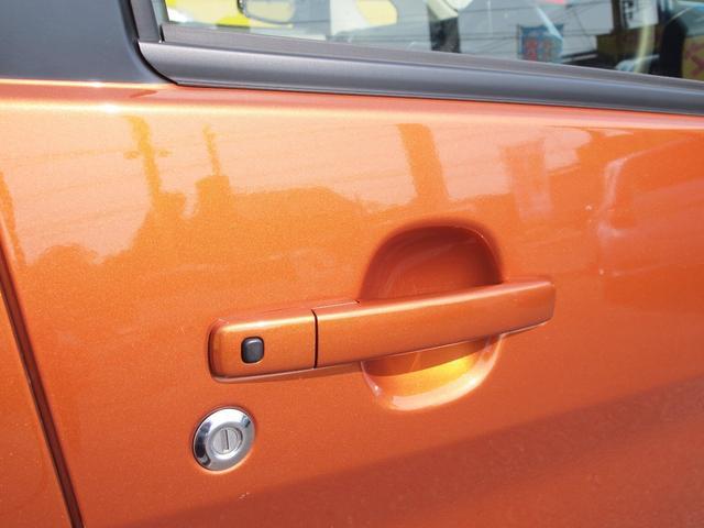 スマートキーで鍵を取り出さなくてもドアロックの施錠・解錠ができます。プッシュスタートでエンジンもかけれます。