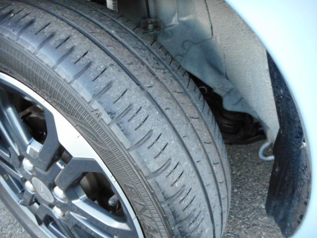 タイヤの溝ももちろんばっちり残ってます!中古車はタイヤの溝も見逃せません!