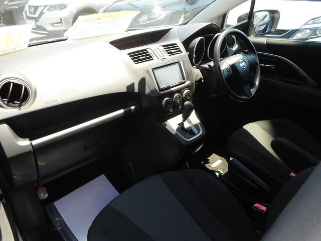 運転席はもちろん助手席や後席でも、乗る人すべてがくつろげる広々としたゆとりのある室内空間です!専門業者の車内クリーニング施工!とっても綺麗に!落ち着いた内装でドライブも楽しくできますね!