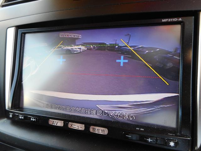 ★バックカメラ装備★車庫入れや縦列駐車の際、後退操作の参考になるガイドラインもモニターに表示するのでらくらくです!
