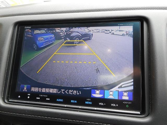 ★バックカメラ装備★「R」の位置にすると、自動的に後方の様子をカラー画像(車幅/距離/予想進路線表示機能付)で表示。バックの際の安心感を高めます