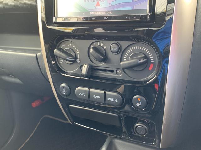 ランドベンチャー 5MT 4WD ナビフルセグTV バックサイドモニター ドラレコ ワンオーナー 2インチリフトアップ 社外リーディングアーム 社外ラテラルロッド マッドタイヤ 車検R5年1月 マット バイザー(9枚目)