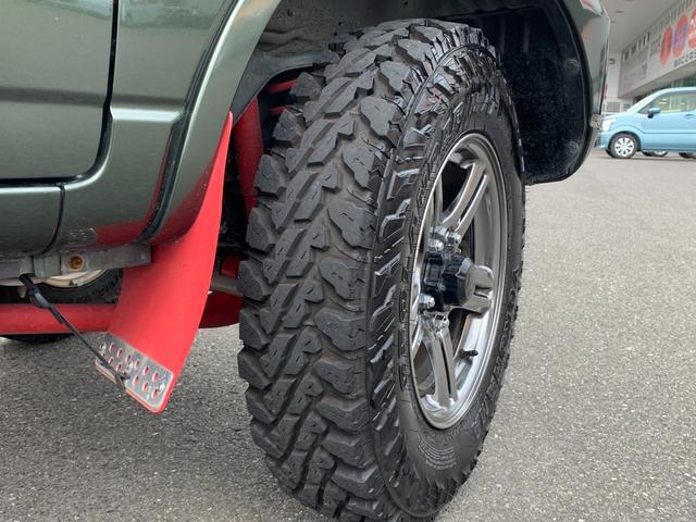 ランドベンチャー 5MT 4WD ナビフルセグTV バックサイドモニター ドラレコ ワンオーナー 2インチリフトアップ 社外リーディングアーム 社外ラテラルロッド マッドタイヤ 車検R5年1月 マット バイザー(15枚目)