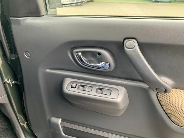 ランドベンチャー 5MT 4WD ナビフルセグTV バックサイドモニター ドラレコ ワンオーナー 2インチリフトアップ 社外リーディングアーム 社外ラテラルロッド マッドタイヤ 車検R5年1月 マット バイザー(25枚目)