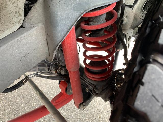 ランドベンチャー 5MT 4WD ナビフルセグTV バックサイドモニター ドラレコ ワンオーナー 2インチリフトアップ 社外リーディングアーム 社外ラテラルロッド マッドタイヤ 車検R5年1月 マット バイザー(28枚目)