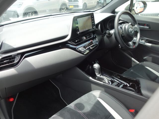 S GRスポーツ 8インチディスプレイ ナビフルセグTV バックカメラ オプション19インチアルミ BSM付 シートヒーター付 LEDライト フォグ ワンオーナー 新車保証継承付 ACC セーフティセンス(7枚目)