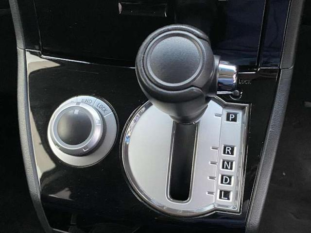 D プレミアム 4WD ディーゼルターボ シートヒーター 純正ナビ フルセグTV BLUETOOTH バック・フロント・サイドカメラ DVD 両側電動スライド パワーバックドア クルコン パドルシフト 保証書 記録簿(19枚目)