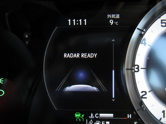 LSS+Aの全車速追従機能付レーダークルーズは新開発ミリ波レーダーによる広角の検知角度とカメラによる広い認識範囲で優れた認識性能を確保。発信・追従・離脱加速の際にもスムーズで滑らかな加減速を実現します
